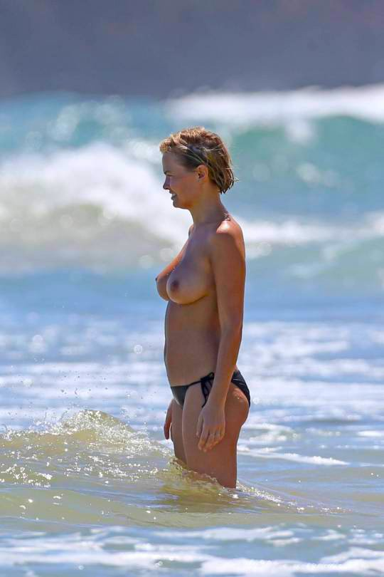 Topless Lara Bingle