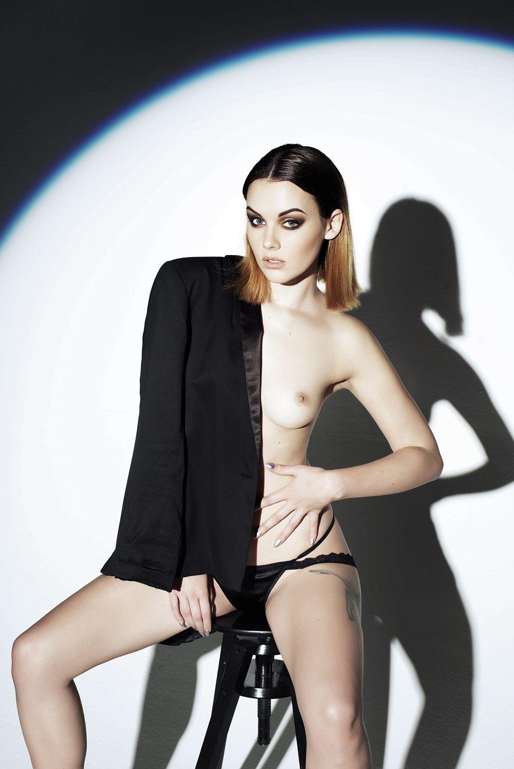 Topless Mellisa Clarke Pictures 1