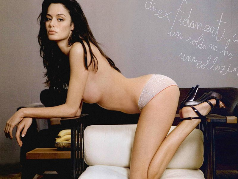 Topless Nicole Trunfio Ph...