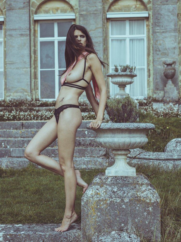 Topless Rebecca Gobbi