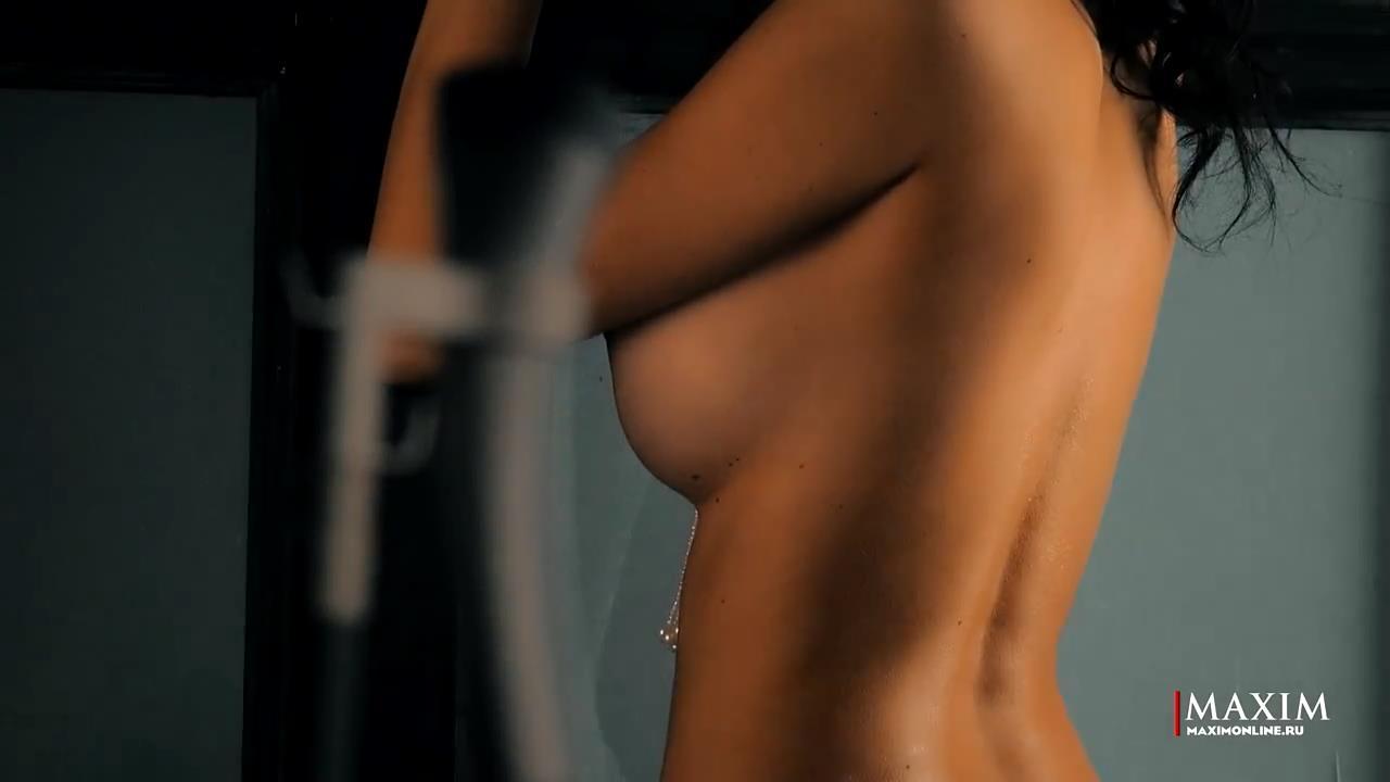 Topless Yulianna Belyaeva...