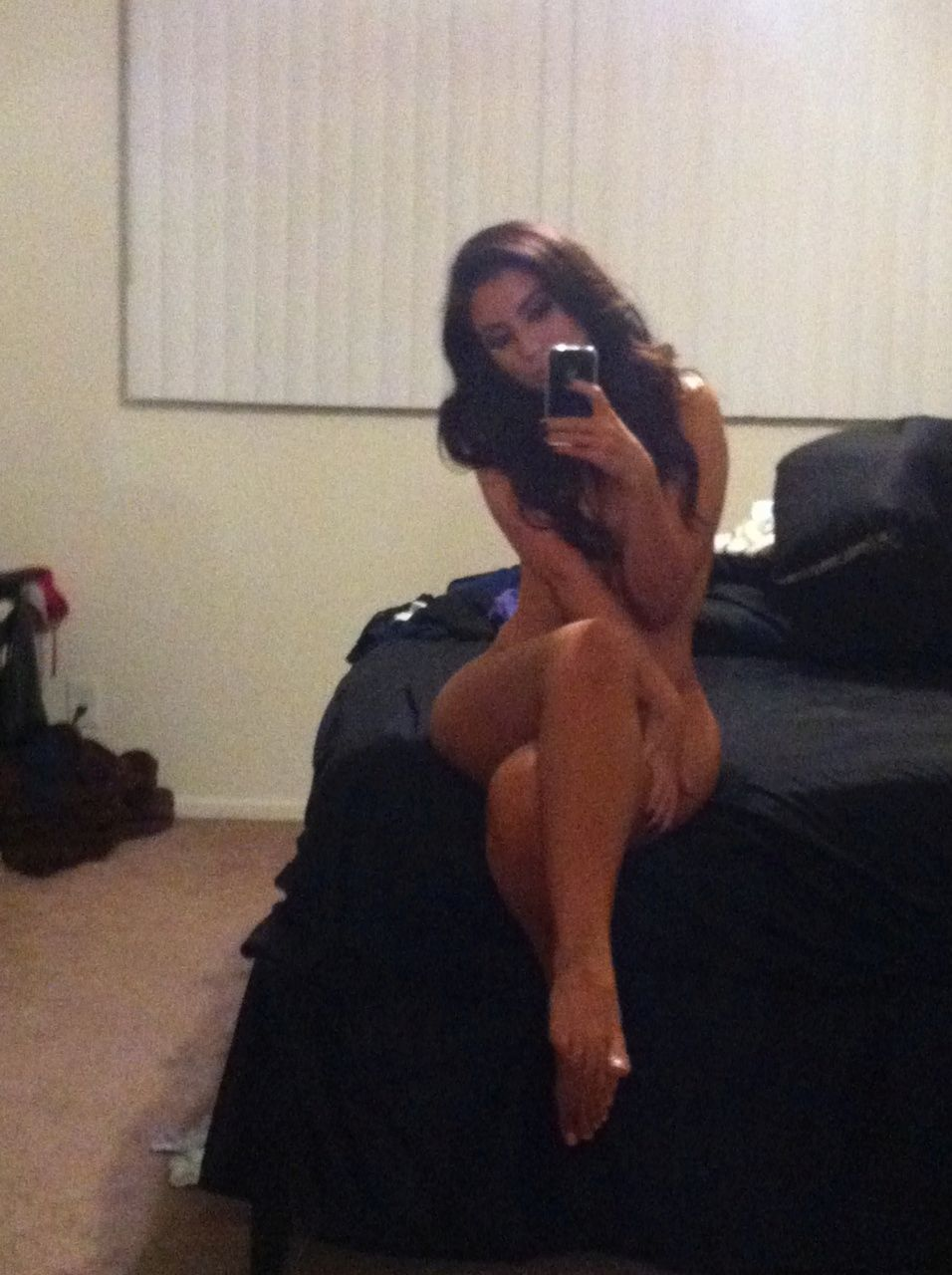 Uldouz Wallace Nude Photo...