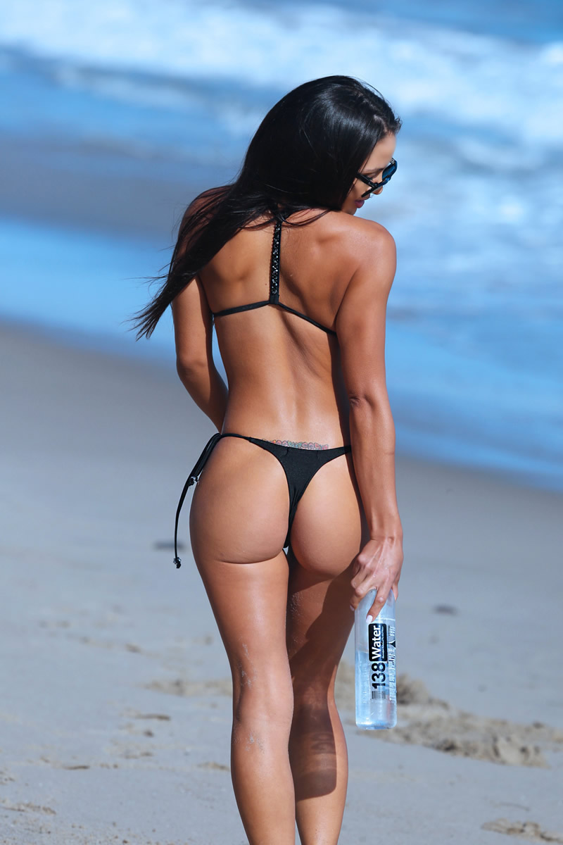 Val-Fit-in-Bikini-28