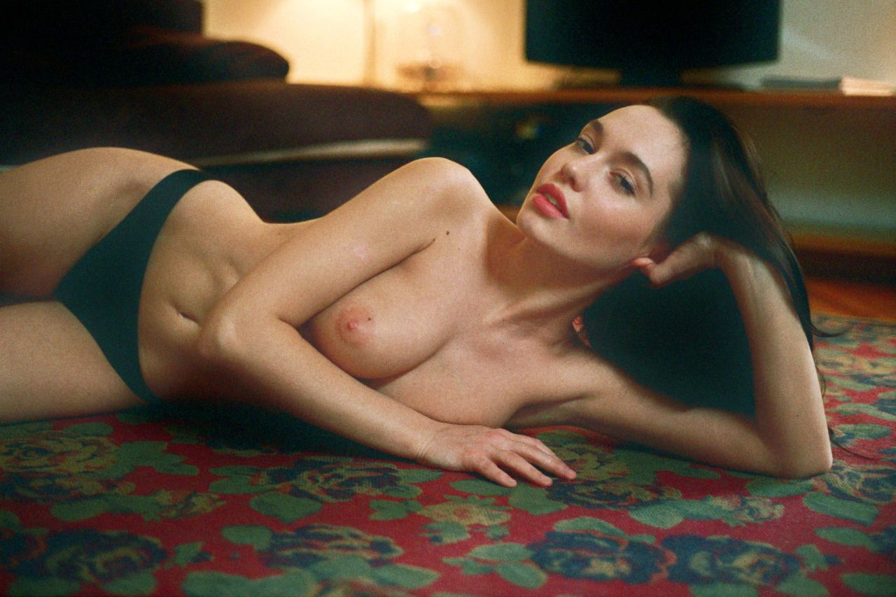 Valeria Semushina Topless Photos 1