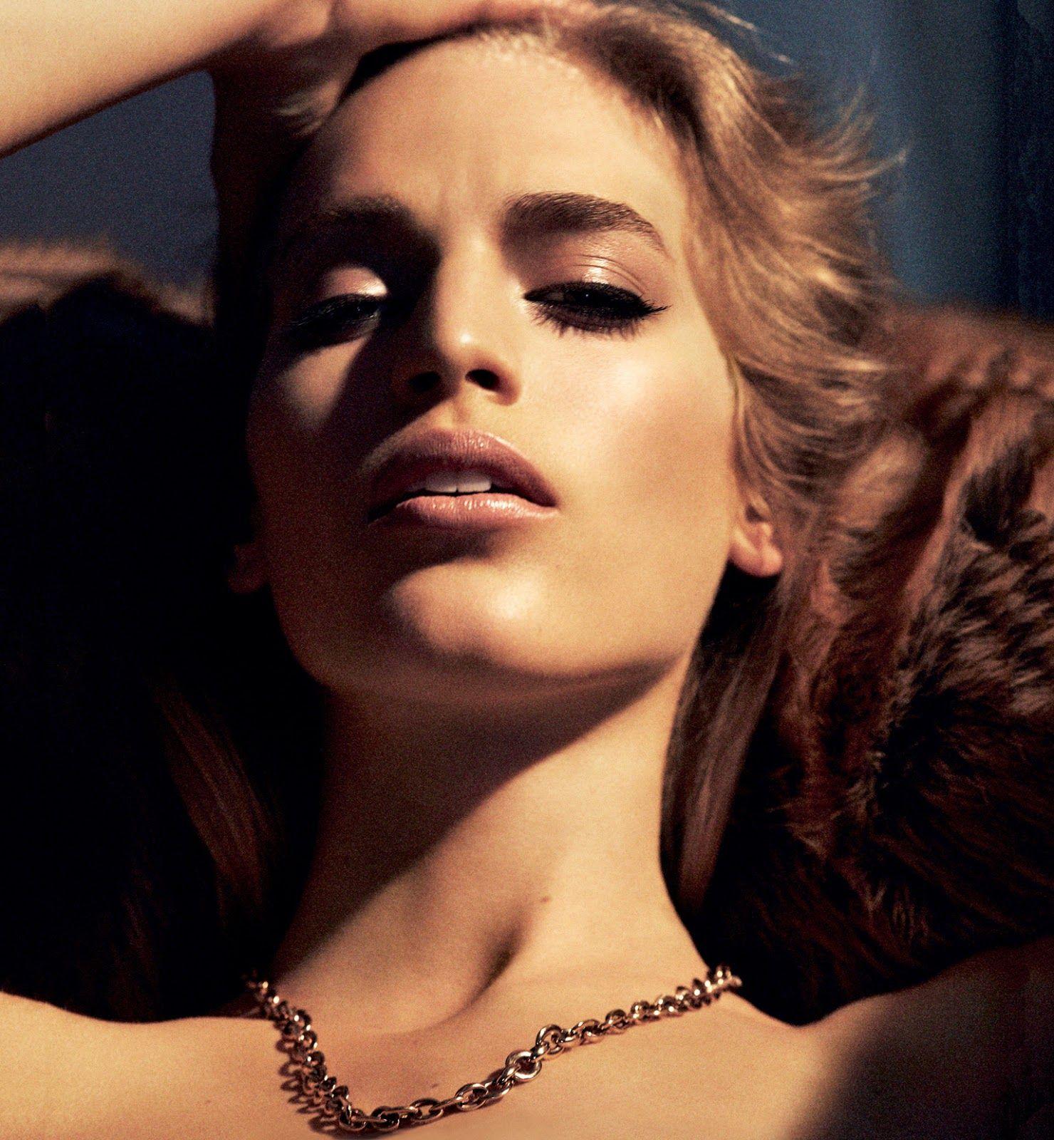 Vanessa Axente Topless Ph...