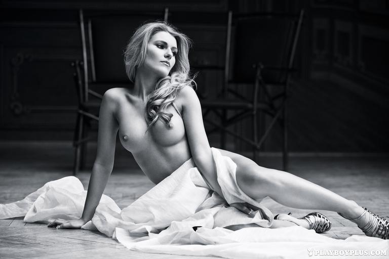 Vivien Sasdi nude photoshoot (3)