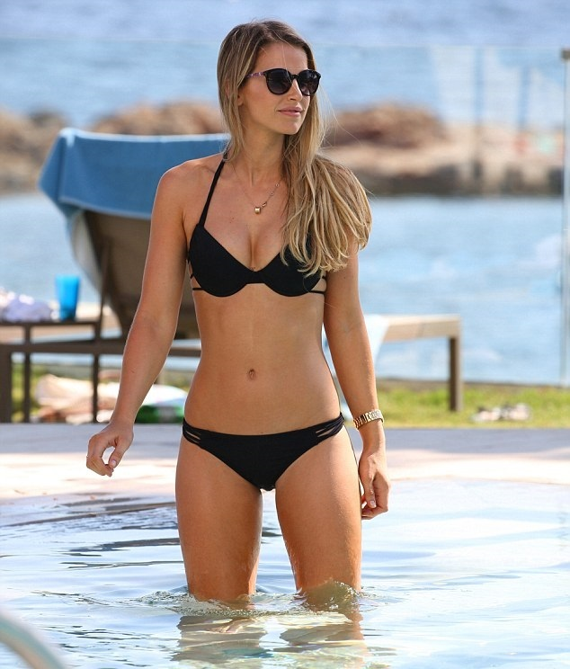 Vogue Williams Sexy Photo...