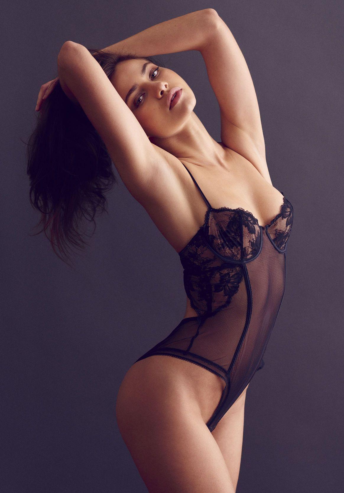 Yara Khmidan Sexy Photose...