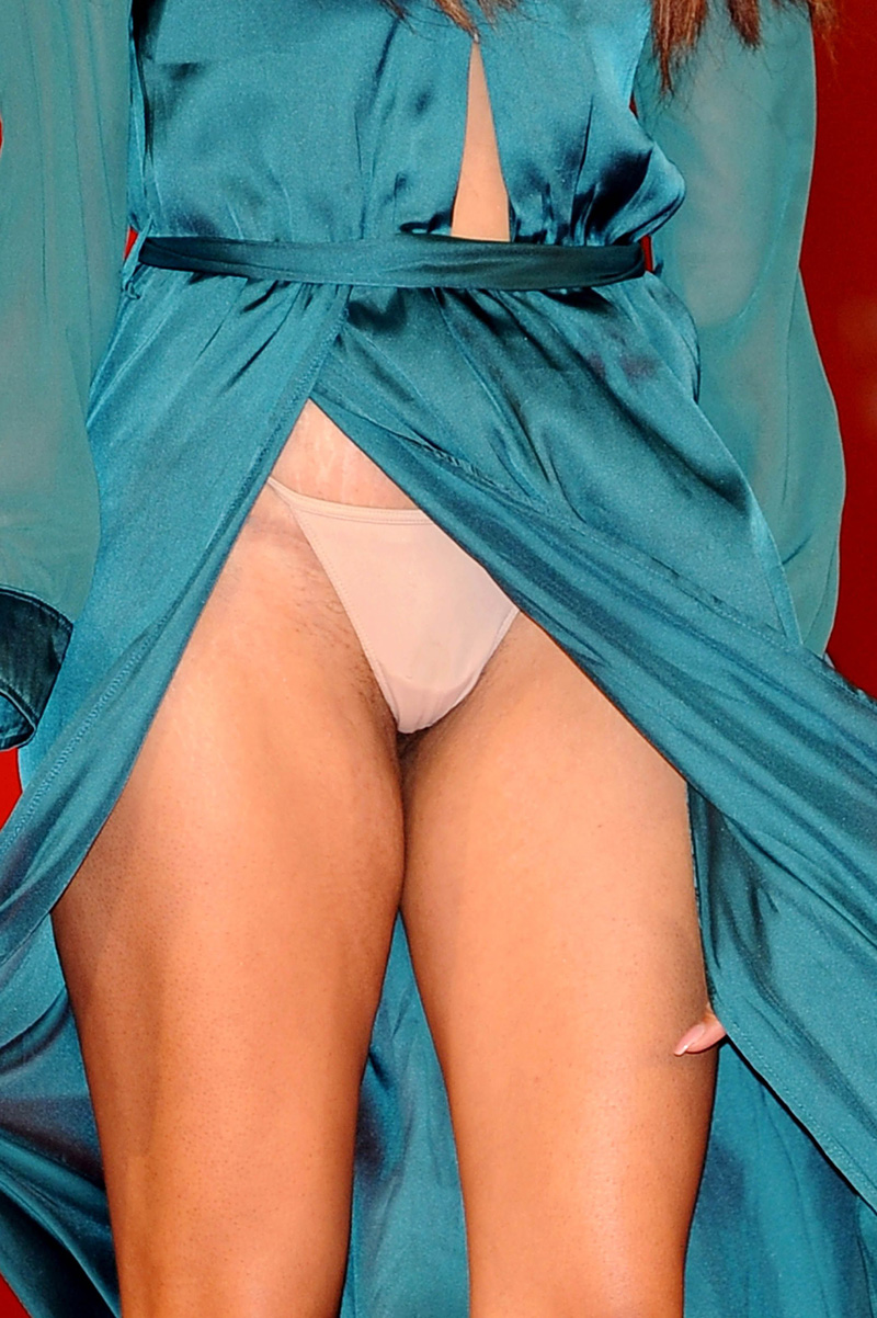 Zaina Dridi Upskirt Photo...