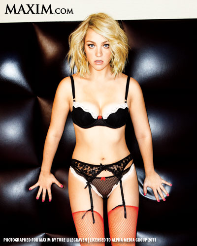 Near-nude Abby Elliott &#...