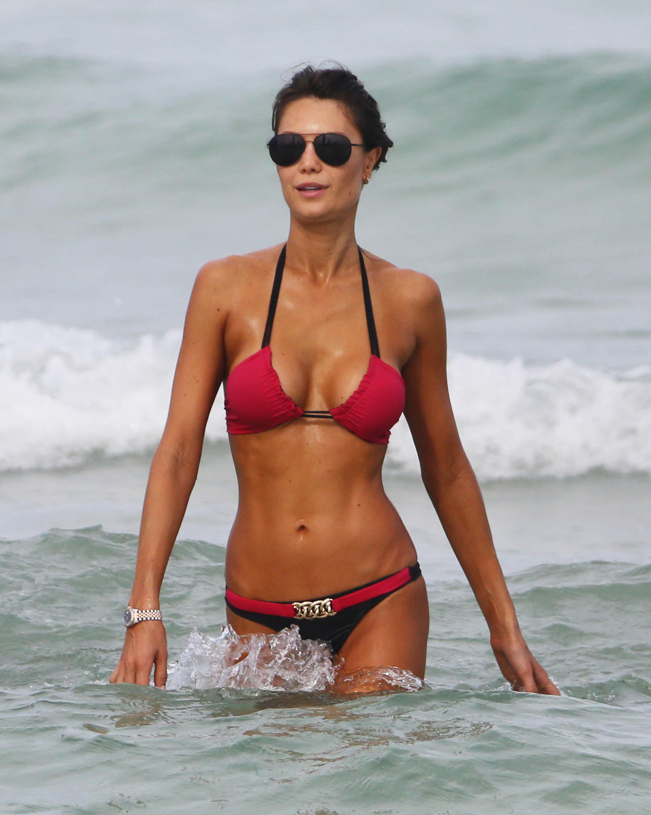 Julia Pereira Bikini Pics
